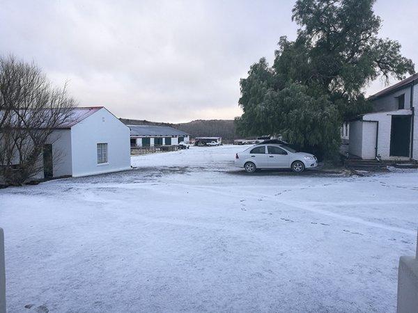 Snow at Ganora, Nieu Bethesda